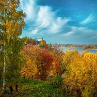Набережная Вятки осенью :: Сергей Тригубенко