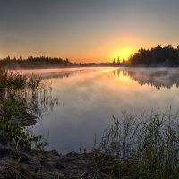 Рассвет на озере :: Илья Костин