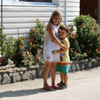 брат и сестра . мужик растет ! :: valeriy khlopunov
