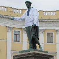 Наш Дюк Ришелье в праздничном прикиде... идет! :: Александр Скамо