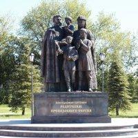 Памятник родителям преподобного Сергия Радонежского в подмосковном Сергиевом Посаде. :: Galina Leskova