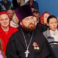 Священник и прихожане :: Валерий Симонов