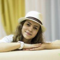Девушка в шляпе :: Владимир Шустов