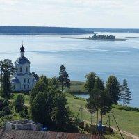 Вид на Церковь Воздвижения (Крестовоздвиженскую)(1784-1788 гг.) :: Елена Смолова