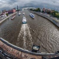 Счастливые мгновенья уплывают по реке :: Ирина Данилова