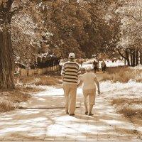 И взявшись за руки по скверику гулять... когда нам будет восемдесят пять... :: Валентина ツ ღ✿ღ