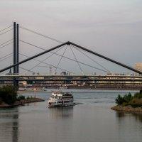 Канал, ведущий в порт :: Witalij Loewin