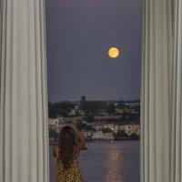 Луна и девушка :: Игорь Кузьмин