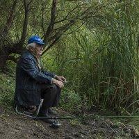 Один мой товарищ, любитель рыбалки. :: Яков Реймер