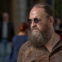 Уличный портрет мужчины. :: Валерий Трусов