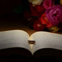 обручальное кольцо , не простое украшение... :: Ирина Автандилян
