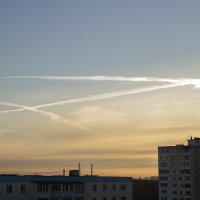 В небе тоже стало тесно... :: Владимир Левый