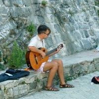 Музыкант и мальчик :: Сергей