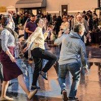 Танцуют все! :: Людмила Финкель