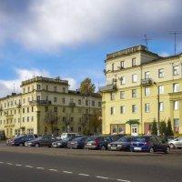 Осенний Борисов: Привокзальная площадь и Ворота города :: Владислав Писаревский