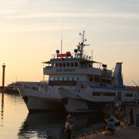 В порту Сочи на закате :: valeriy khlopunov