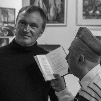 никому не интересный поэт на выставке живописи :: Максим Должанский