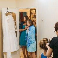 Первая встреча платья и подружек невесты :) :: Алена Шпинатова