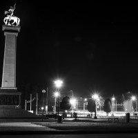 Вечер у памятника :: Виктор Зенин