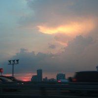 Закат из окна авто :: Наталья Нарсеева