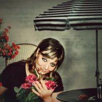 Танюша и цветы :: Olga Zhukova