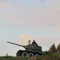 Бабье лето, танк, любовь... :: Владимир Павлов
