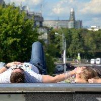 Отдых в городе... :: Елена