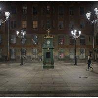Площадь с часами в Питере :: Николай Аносов