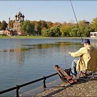 Храм, Тро́ицы Живонача́льной с рыбаком, Москва сегодня :: Natalia Mihailova
