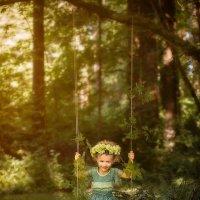Little Fairy in the woods :: Julia Pitt