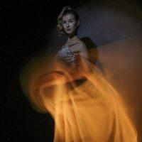 девушка в платье огня :: Dmitry i Mary S