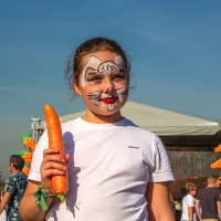 Зайчик с морковкой. :: Анатолий. Chesnavik.