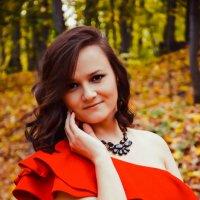 Девушка в красном. :: Альбинка Касимова