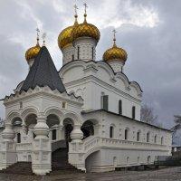 Кострома осенняя :: Юрий Воронов