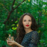 портрет. девушка и парфюм :: Mary Golubka