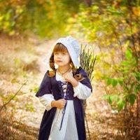 Золушка с хворостом в осеннем лесу. :: Ольга Егорова