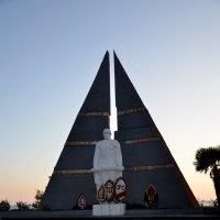 Памятник советским воинам :: Наталья Мельникова