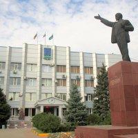 Батайск. На площади Ленина... :: Нина Бутко
