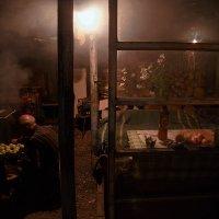 горячая пора для коптильщика рыбы в Плесе :: Роман Макаров