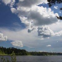 Небо над озером :: Наталья