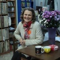 Библиотекарь Машенька в Нотно - Музыкальном отделе Библиотеки имени С. Есенина. :: Ольга Кривых
