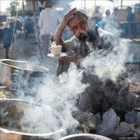 Торговец едой на рынке скота. Пакистан... :: Alexey Terentyev