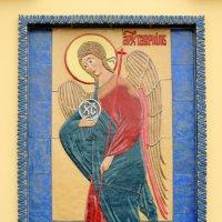 Образ Архангела Гавриила на северном фасаде церкви. :: Александр Качалин