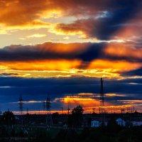 В закатном небе чёрный крест ... :: Анатолий Клепешнёв