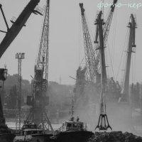 Серия ч\\б фотографий: Порт Керчи :: Эрик Шульк