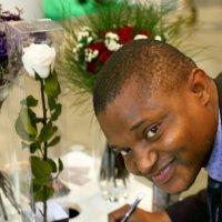 хотите розу-пожалуйста или обоятельный африканец :: Олег Лукьянов