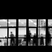 Вечерний город. Фитнес зал. Взгляд прохожего. :: Олег Кузькин