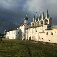 Тихвин. Мужской монастырь. Фото из автобуса :: Наталья