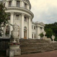 Вазы-украшение дворца. :: Валентина Жукова