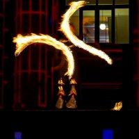 Жонглирование с огнём :: Юрий Тихонов